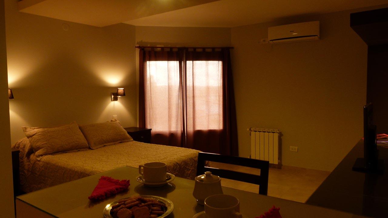 Habitaciones amplias y confortables. Habitaciones amplias y confortables.  Galería · Baño con espejo y accesorios de calidad 43a71248fa90