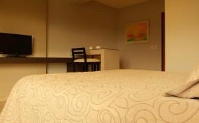 Habitación doble con escritorio